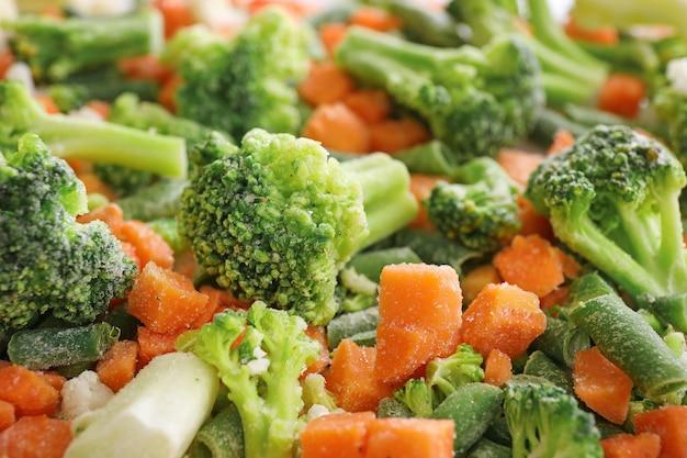 Смесь различных замороженных овощей крупным планом