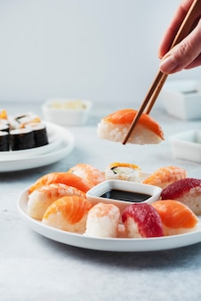 Микс из традиционных японских суши