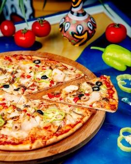 테이블에 피자를 섞어