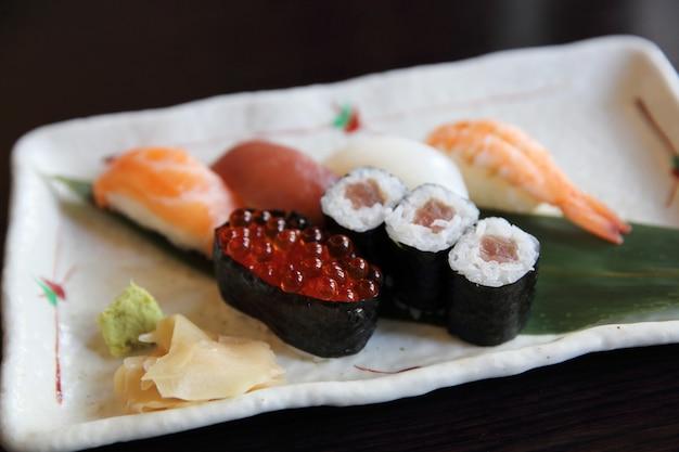 寿司日本食を混ぜる