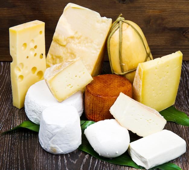 나무에 혼합 치즈