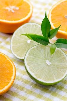 Микс цитрусовых лимоны, апельсин, киви, лайм