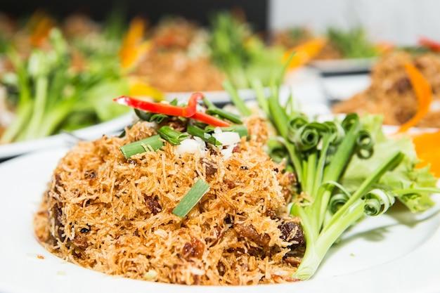 Mixed crispy rice noodle
