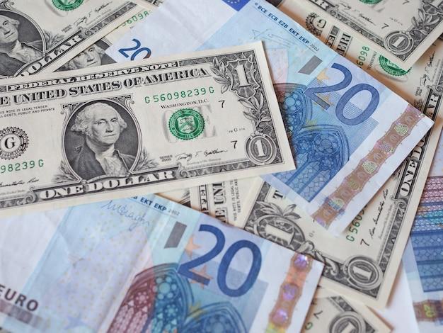 Смешанные банкноты доллара и евро