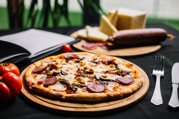 Mixed meat pizza with pepperoni chicken and beef
