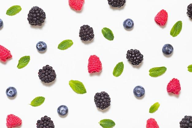 色の果物の混合。甘い果物とミックスベリー。