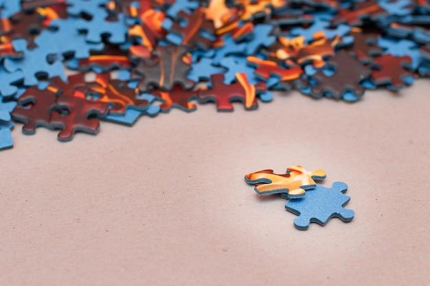 다채로운 직소 퍼즐의 혼합 평화