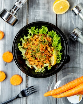 Mixed salad with chopped carrot
