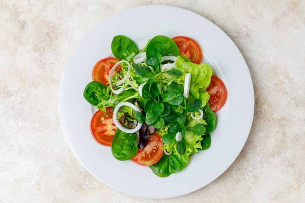 Mixed salad with onion