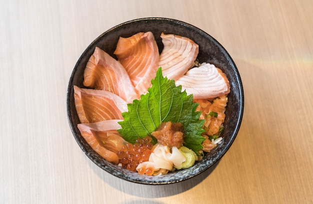 Mixed salmon dongburi set