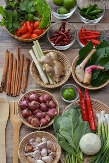 Mixed spices (tomato, lime, chili, lemongrass, galangal, kaffir lime leaf, kale, garlic)