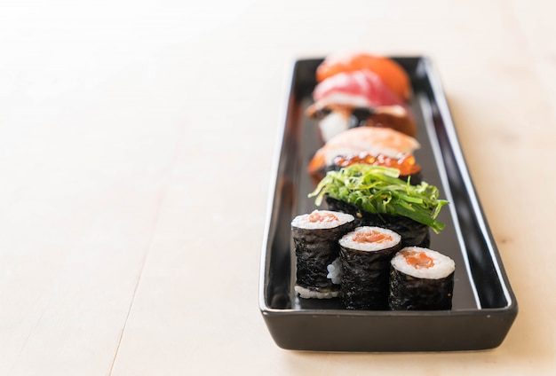 Mixed sushi set