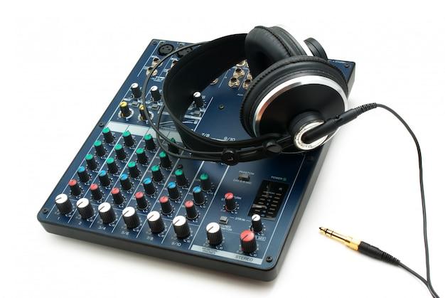 믹싱 콘솔 및 헤드폰.