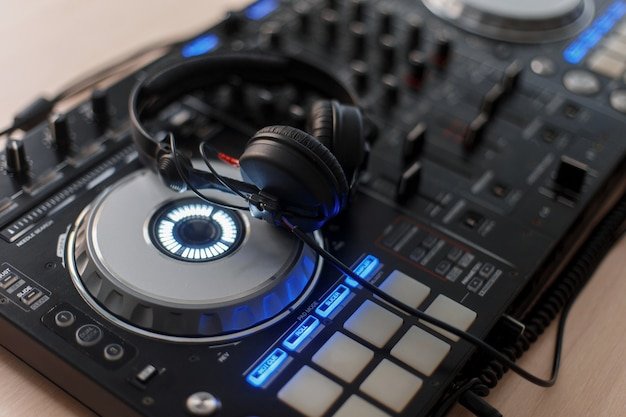 Mixing console and audio headphones for a dj