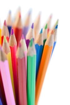 水平の色の鉛筆の混合