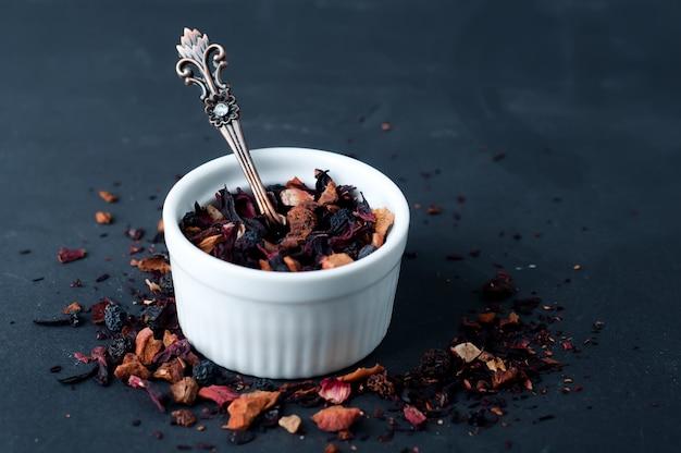 Смесь травяной цветочный фруктовый чай с лепестками