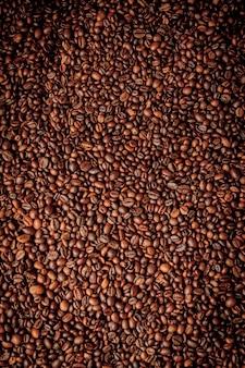 Смесь разных видов кофейных зерен. кофе фон