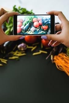 モバイルフードフォトグラフィー広告写真eコマース技術の概念
