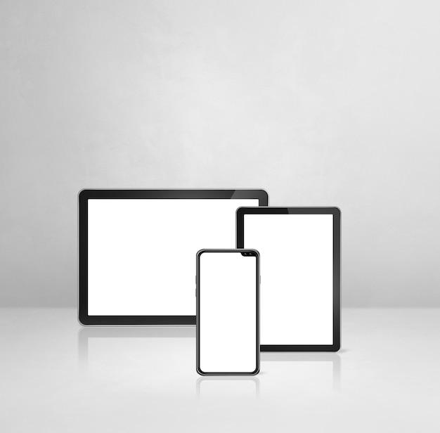 휴대 전화 및 흰색 콘크리트 사무실 책상에 디지털 태블릿 pc. 3d 일러스트레이션