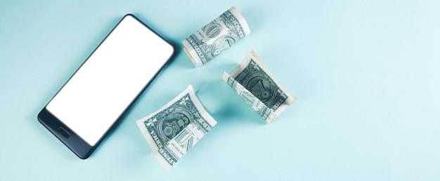 휴대전화와 달러 지폐