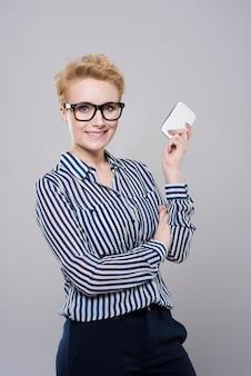 Il cellulare è sempre con lei