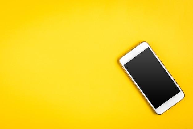 노란색에 휴대 전화입니다.