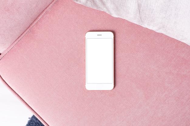 ピンクの白い画面と携帯電話