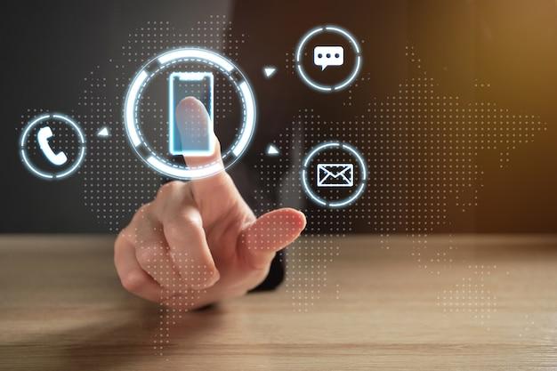 전화 메시지 및 메일 아이콘으로 모바일 기술 개념.