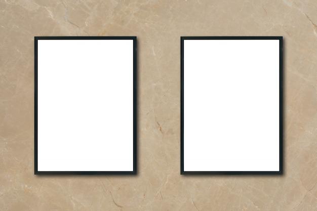 방에 갈색 대리석 벽에 걸려 빈 포스터 액자를 조롱-몽타주 제품 디스플레이 및 디자인 주요 시각적 레이아웃을위한 모형을 사용할 수 있습니다.