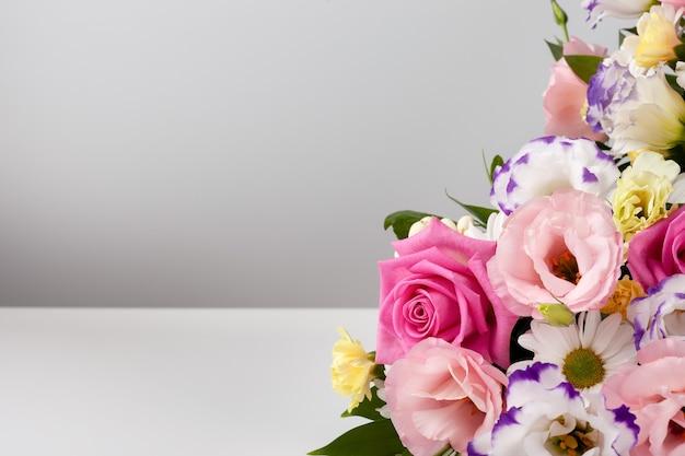 Макет букета из роз, ромашек, лизиантусов, хризантем