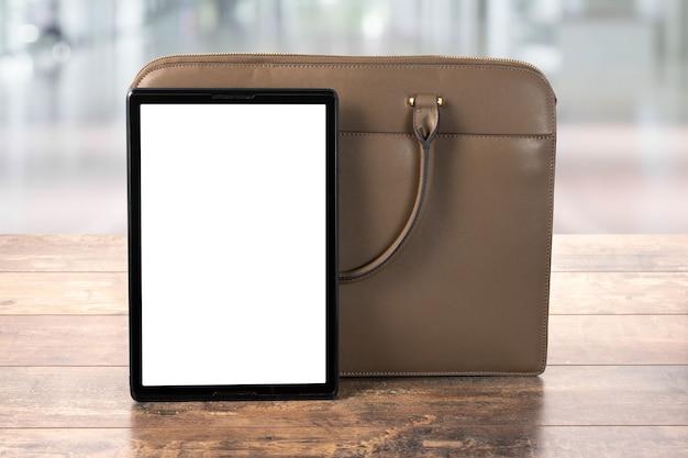 Макет цифрового планшетного пк с пустым экраном