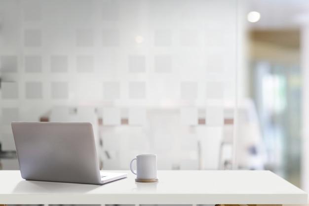 Mock up laptop on office desk
