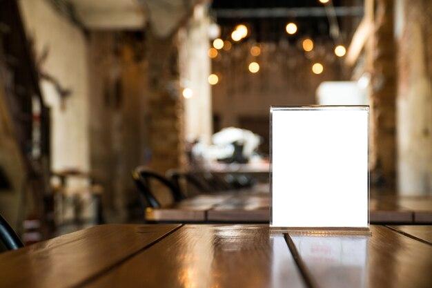 카페와 레스토랑에서 메뉴 객체를 조롱