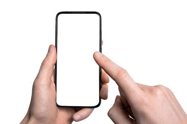 조롱, mockup.남자 손이 프레임이 적은 빈 화면과 현대적인 프레임리스 디자인, 수직 - 흰색 배경에 격리된 검은색 스마트폰을 들고 있습니다.클리핑 경로.ui 디자인 인터페이스