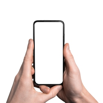 モックアップ、モックアップ。フレームレス空白画面とモダンなフレームレスデザイン、垂直で黒いスマートフォンを持っている男の手