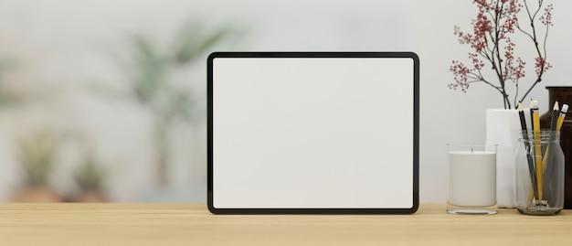 Макет подставки для шаблона пустого экрана цифрового планшета на деревянной столешнице с пространственным 3d-рендерингом