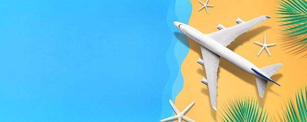 海のビーチペーパーアートの背景に飛行機をモックアップ