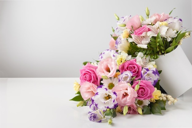 Mock up two bouquets of different sizes of roses, daisies, lisianthus