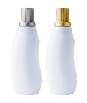 Макетная бутылка на белом фоне