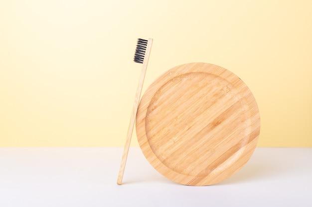 유기농 오일 화장품 및 재활용 도구가 들어있는 모형 투명 플라스틱 병. 제로 낭비. 지속 가능한 구성 균형-이미지
