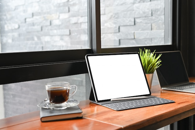 Mockup digital tablet and pen, empty display screen.