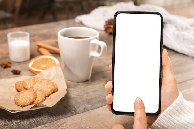 Пустой белый экран сотового телефона изображения макета.