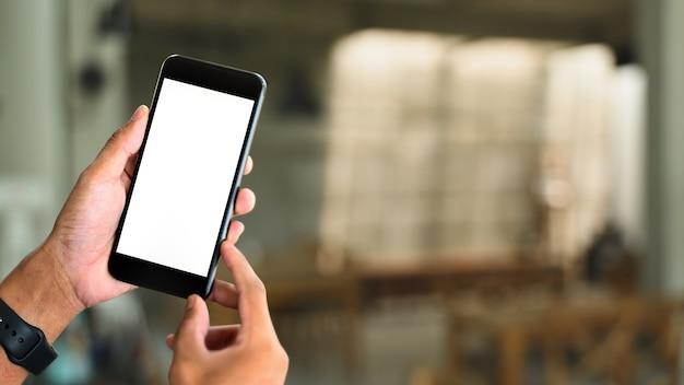 빈 흰색 화면으로 스마트 폰을 들고 손의 모형 이미지