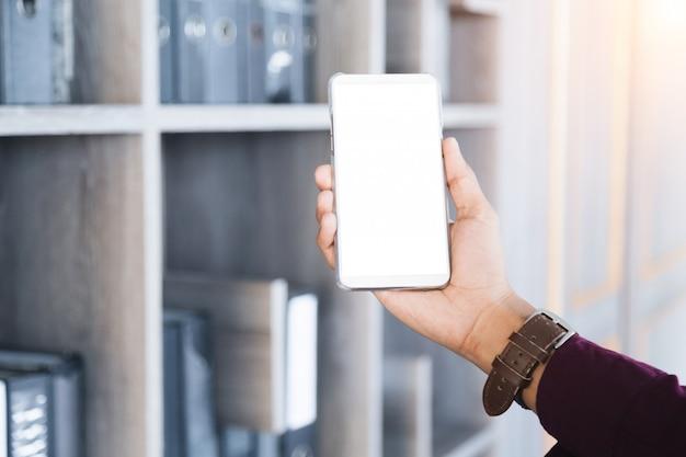 Мобильный телефон mockup с пустой технологией экрана и концепцией образа жизни.