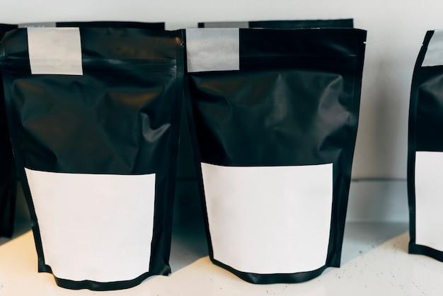 Макет коммерческого упаковочного пакета для саше