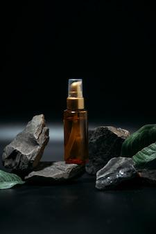 Макет косметического продукта на камне