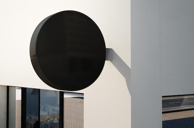 외벽에 둥근 표시의 모형