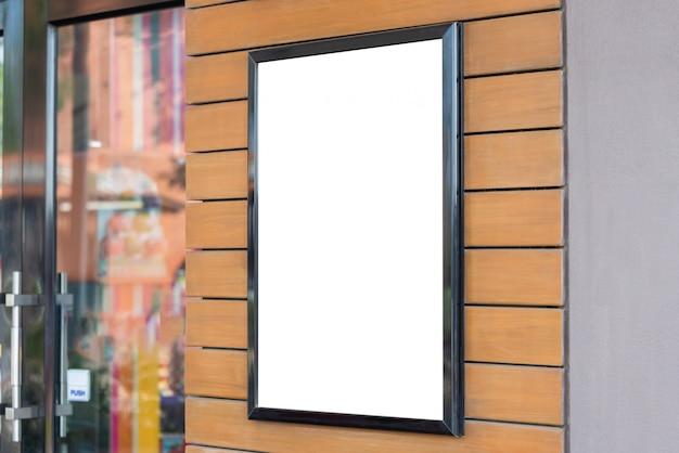 あなたのデザインの壁に空白のフォトフレームのモックアップ