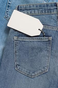 Мокап ценник в кармане джинсов