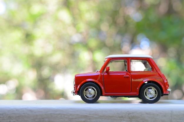 モデル車のおもちゃ